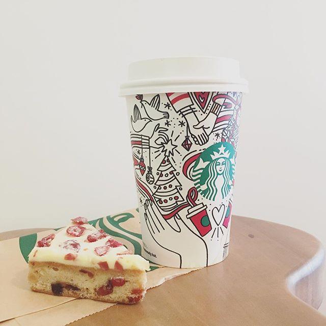 打ち合わせに出かけるスタバでクリスマスブレンドの豆2種類買うクリスマスブレンド買ったのにドリップコーヒーがクリスマスブレンドだったので飲みたくなる買う予定ではなかったクランベリーブリスバーまで買っちゃう。#starbucks #スタバ #スターバックス #コーヒー #coffee #クリスマスブレンド #クランベリーブリスバー (Instagram)