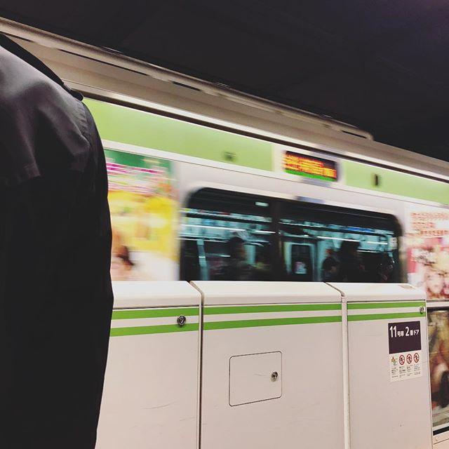 東京に到着。着いてすぐに思ったのが、やっぱり京都で目にする物と色の使い方が違うー。鮮やか。 (Instagram)