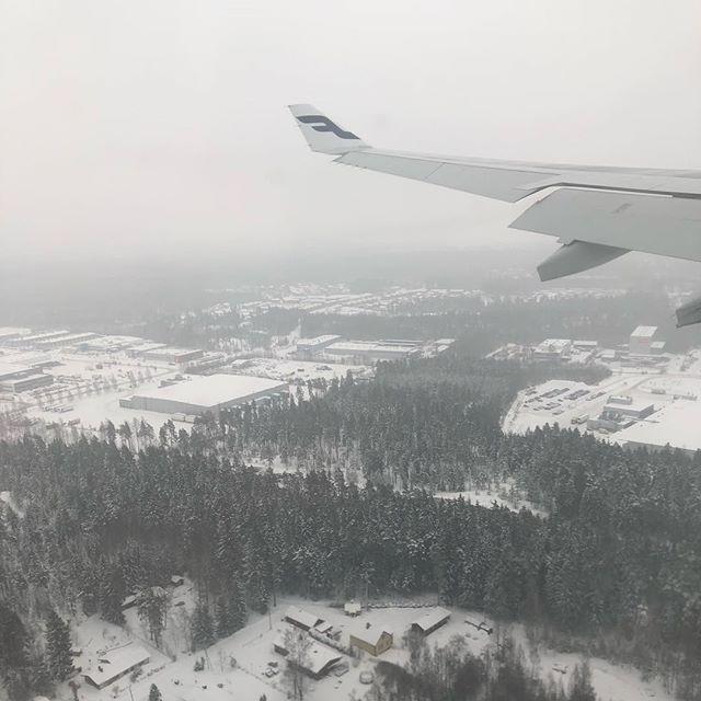 やっぱり雪。寒さはそうでもないような気はするけどー。これからヘルシンキ中央駅まで移動します (Instagram)