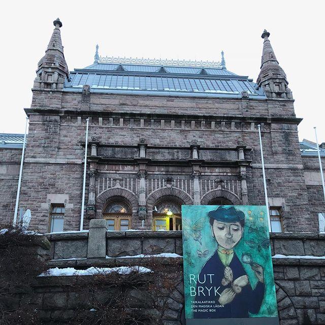 重い荷物を持って、坂の上にある美術館へRUT BRYKを見に。ステキな作品の数々でした。どれも欲しくなる作品ばかりでした#フィンランド #comfymakiの北欧旅2018 (Instagram)