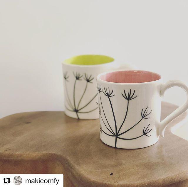 春らしい明るいカラーが届きました#Repost @makicomfy with @get_repost・・・イギリスのスティーブン( @hogweedpotsnprints )より、春の新作が届きました♪一部はまだ海の上ですが、先日の京都アンティークフェアでもピンクをご購入頂きました。こちらはコーヒーマグです (Instagram)