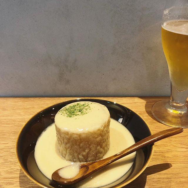 仕事終わりに久しぶりお隣のmusubiさん @musubikyoto へ。相変わらず飲み干してしまうポルチーニ茸のスープ。そして瓶詰めにして欲しいアンチョビマヨ。そして、やっぱりアボカドが好き🥑満たされた感で帰宅です。寒くなってきたからおでんが嬉しい#京都おでん#musubikyoto