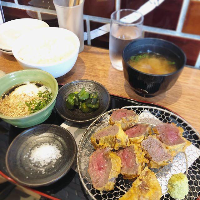 とうとう、お隣の musubi @musubikyoto さんのランチが始まったので、行ってきたー!ちょうどお肉が食べたかったので迷わず牛天定食。今度は丼ぶり食べようお付き合い頂いた @chikakoloco さんと今度はおでん食べに行きまーす