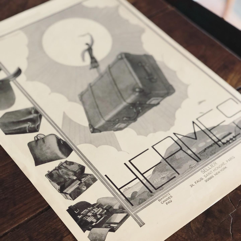 1個も持ってないから知らなかったのだけど、HERMESの今も使われている馬車のロゴって、1945年に登録されたんだ。わりと最近だった!使う書体で世界観全然変わるから、ロゴがない時の広告結構見てて楽しい。あぁ、1個くらい欲しいな